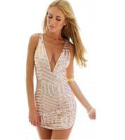 elbise boynu yeni kesikler toptan satış-Sıcak satış yeni varış kadın yaz parti seksi derin v boyun altın pullu dress hollow out glitter kadınlar tropikal kulübü mini dress