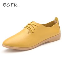 Atacado- EOFK 2017 Mulheres Sapatos planos Mulher Oxfords Couro Couro Casual Pointed Toe Sólido Lace Up Feminino Ladies yellow Flat Shoes