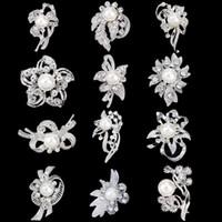 çiçekler inciler aksesuarlar broşlar toptan satış-30% Off Gümüş Ton Küçük Altın Broş Temizle Rhinestone Çiçek Pin İnci Toptan Takı Düğün Gelin aksesuarları Mix 12 desgins DHL