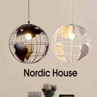 Globe Earth Iron Pendant Lamp Light Shade Noir / Blanc pour Kitchen Island Salle à manger Restaurant Décoration 220V E27