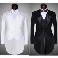 traje negro de sastre al por mayor-(chaqueta + pantalones + chaleco + pajarita) 2020 Juegos de los hombres de moda Tailcoat Tuxedo Prom boda del novio Blanco Negro Slim Fit Male Singer