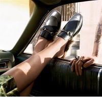 sandalias taupe negras al por mayor-Embarazada Pisos ocasionales Zapatillas Mujer Cuero genuino Princetown Forrado de piel Mule Negro Zapatos Nueva Pisos de piel Sandalias de moda Tenis Feminino 41