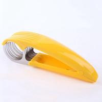 bananenschredder großhandel-neue Yellow Banana Slicer Aktenvernichter Küche Werkzeug Obst Gemüse Chopper Cutter Werkzeuge für Obstsalate Edelstahl mit Farbkasten h113