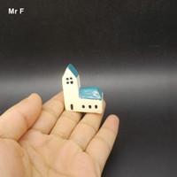 ingrosso mini figurine-Mini Chiesa Miniature Villa Figurina Decorazione Accessori Puntelli Istruzione Insegnamento ausiliario Mini Paesaggio Gioco Toy Kid