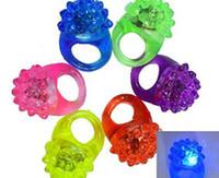 açık çilek toptan satış-LED Çilek Yanıp Sönen Işık Halkaları Yanıp Sönen Parti Yumuşak Light Up Glow Jelly Parmak Yüzük Eğlenceli Parti Dekorasyon Rastgele Renk