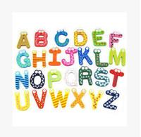 brinquedos de aprendizado magnético para crianças venda por atacado-Palavras Imãs de geladeira Crianças Crianças De Madeira Etiqueta Magnética Dos Desenhos Animados Do Alfabeto Educação Aprendizagem Brinquedos Casa Decorações Frete Grátis