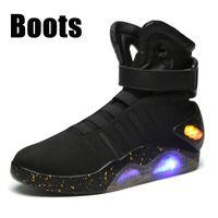 bottes homme noir pu achat en gros de-Air Mag Sneakers Hommes Bottes de basket-ball de Magy McFly Back To The Future dans le gris foncé / noir Mag Glow LED chaussures