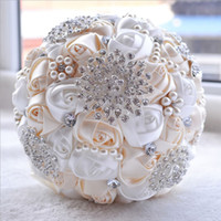 Wholesale colorful rose bouquet - 2017 New Fashion Ivory White Bridal Wedding Bouquets Pearls Beading Brooch Bridesmaid Artificial Colorful Wedding Bouquets