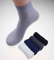 calcetines delgados masculinos al por mayor-Calcetines de bambú para hombre Calcetines largos de fibra ultrafina Accesorios de vestir para hombres