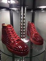 erkekler şarap kırmızı elbise ayakkabıları toptan satış-Zarif Yüksek Top Sneakers Ayakkabı Kadınlar, Erkekler Eğitmenler Şarap-kırmızı Patent Deri Spike Kırmızı Alt Sneaker Rahat Açık Parti Elbise 35-46