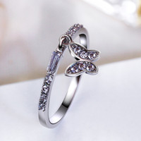 cristal pierre chine achat en gros de-Joli pendentif papillon petite bague sertie de petites pierres en cristal de zircon cubique Blanc élégant à la mode bague en gros en Chine