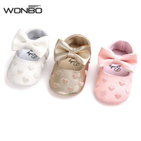 Großhandel-PU-Leder Neugeborene Baby-Prinzessin Heart-Shaped Mary Jane Big Bow Prewalkers Soft Bottom Schuhe Krippe Babe Ballett Kleid Schuhe