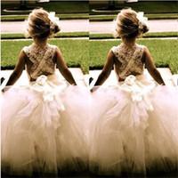 kleine prinzessin blumenmädchen kleider großhandel-Schöne Blumenmädchen Kleider für Hochzeit neue Prinzessin Tulle Party Geburtstag Kommunion Festzug Kleid kleine Mädchen Kinder / Kinder Kleid