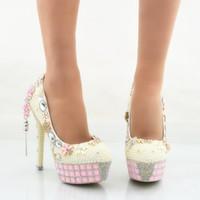 zapatos de boda de marfil pedrería rosa al por mayor-Zapatos de boda de la perla de marfil Mujeres del tacón de aguja Zapatos de vestir nupciales Bombas del baile de fin de curso Plataformas rosadas del Rhinestone más tamaño US 11