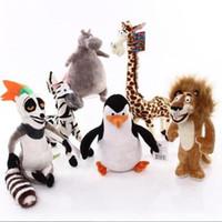 sevimli zürafa oyuncakları toptan satış-Yüksek Kalite 6 adet / grup Madagaskar Peluş Oyuncaklar Madagaskar Aslan Zürafa Penguen Zebra Hippo Çocuklar için Sevimli Hediye Çocuk 25-30 cm