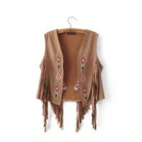 Moda europea nuevo diseño de las mujeres otoño étnico bohemia bordado  estilo de la flor de gamuza de cuero flecos chaleco corto capa del cabo 76d3e367ffa4