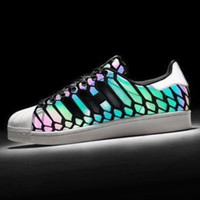Men spirit love - HOT Newest Men Women Loves Couples Shell Toe Head Colors Allochroic Shoes New Reflective Luminous Light Black Snake Spirit Jogging Shoes
