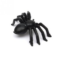 brinquedos de aranha realistas venda por atacado-Atacado-50 pcs festa de Halloween de plástico preto Aranha Engraçado Brincando Brinquedos Decoração Realista Prop