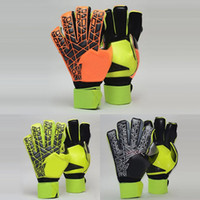 Wholesale Plain Gloves - 2017 New Professional Goalkeeper Gloves Football Soccer Gloves with Finger protection Latex Goal Keeper Gloves Send Gifts To Protection