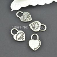 metal takılar toptan satış-Toptan-50 adet Antik metal tibet gümüş takılar kalpler diy kolye bilezik takı bulguları için kilit takı kolye 20 * 13mm Z42903