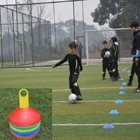 ingrosso equipaggiamento di formazione di calcio-10pcs Space Markers Cones Calcio Calcio Rugby Equipment 19cm Soft PE Training Croce Logo Plate per scuole club