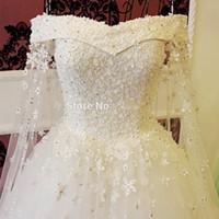 brauthals blume großhandel-Romantisches Boot-Ausschnitt-Ballkleid-Hochzeits-Kleid-Brautkleider 2017, die Kristallspitze-Blumen-langes weißes Braut-Kleid-Luxusart bördeln
