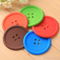 düğmeli bardak altlığı toptan satış-Düğme Şekil Coaster Renkli Yuvarlak Slicone Kaymaz Placemat Çay Bardağı Isı Yalıtım Pedi Pratik Ev Malzemeleri 0 45db F R