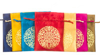 Barato Baratos Do Partido Sacos De Cordão-Cheap Small Chinese Silk Brocade Jewelry Pouch Drawstring Joyous Wedding Party Favor doces Gift Bag Embalagem Sacos Spice Sachet 50pcs / lot