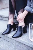17ss T Show Party Boots Punk Style Pointy toe Saltos altos Ladies Martin Booties