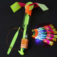 helikopter ateşi toptan satış-Flier Flyer LED Uçan LED İnanılmaz Ok Helikopter Uçan Şemsiye Çocuk Oyuncakları İnanılmaz Atış Işık-Up Paraşüt Hediyeler OOA2245