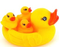 Vente en gros Cute Baby Girl Boy Bath Bathing Classique Jouets Rubber Race Squeaky Ducks Set Yellow Sale, 4PCS / SET