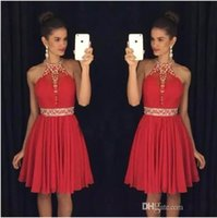 2018 Summer Beach Red Short Homecoming Dresss Halter Neck Вышитые бисером кристаллы Платья для выпускных вечерних платьев Платья для коктейлей