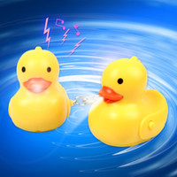 Creative Led Yellow Duck Keychain avec Sound Animal Series Rubber Ducky Porte-clés Jouets Doll cadeau WD037AA
