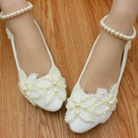 Wholesale Simple Lace Wedding Flats - Simple white flowers flat shoes Pearl were high with the bride wedding shoes low with photos show the maid of honor