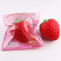 kawaii matschig frucht großhandel-Großhandels12cm große kolossale Erdbeere squishy riesige Simulation Frucht kawaii Künstliche langsam steigende squishies quetschen Spielzeugbeutel-Telefoncharme