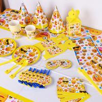 ingrosso partito di tema giallo-Stoviglie monouso adorabili Tazze da tavola Tovaglie di carta Stili di colore Giallo Emoji Decorazione a tema Set per festival Articoli per feste 34sc C R