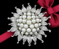 gelin broşları toptan satış-10 Adet Kristal Güneş çiçek Broş Broş Parti Düğün Gelin Pins broş Takı 3 Renkler 2017 Sıcak Tarzı