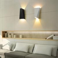 luzes de parede exteriores preto venda por atacado-10 W CONDUZIU a Luz Moderna Para Baixo Para Baixo Da Lâmpada de Parede Spot Spot Light Arandela de Iluminação Para Casa Lâmpadas de Parede Interior Ao Ar Livre À Prova D 'Água Lâmpadas de Parede preto / branco
