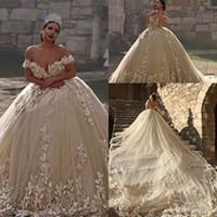 vestidos de estilo organza al por mayor-Ilusión sexy joya escote una línea de vestidos de boda escarpados de encaje 3D sin respaldo mullidos vestidos de boda sin espalda estilo de princesa vestido de bola vestidos de novia