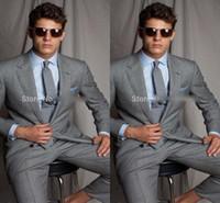 ingrosso tuxedo di moda grigia-Di buona qualità Grey Mens Wedding Si adatta a due pezzi con risvolto dentellato Lo smoking di moda maschile dello sposo si adatta alla fessura degli uomini