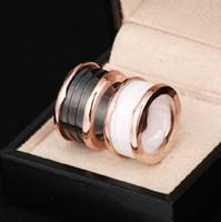 borde de estrella al por mayor-Anillo de cerámica de acero al por mayor de titanio a precio de estrella de amor grande de titanio versión de acero del borde de arco circular anillo de cerámica en blanco y negro
