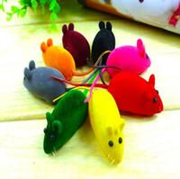 ingrosso piccoli giocattoli dei topi-Nuovo giocattolo del topo rumore rumore Squeak Rat Riproduzione regalo per Kitten Cat Gioca 6 * 3 * 2.5cm CCA6851 400pcs