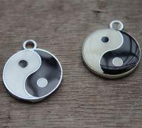 yang kolyeler toptan satış-10 adet Yin ve yang siyah ve beyaz emaye charms kolye 20x20mm gümüş ton