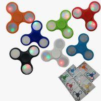 fiação leve venda por atacado-Hot New Light up Mão Spinners LED Brilhante Fidget Spinner Triângulo Finger Spinner Colorido Dupla face luz Brinquedos de descompressão