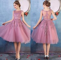 Wholesale short dresses - 2018 New Crew Neck Lace Below Knee Cocktail Homecoming Party Dresses Organza Lace Applique Beaded Short Prom Gowns Bridesmaid Dress Cheap