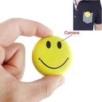 Smiley Pin Spy Hidden Camera Digital Video Recorder, miglior sorriso viso Distintivo Wearable Camera Mini Video Recorder, Foto, Video