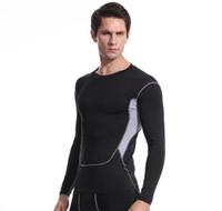negro ajustado para hombres al por mayor-Medias casuales deportivas para hombres Camiseta de manga corta negra Bodywear Ropa de yoga