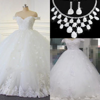 Wholesale Muslim Hands - 2017 Lace Ball Gown Wedding Dresses Vintage Arabic Off-the-shoulder Beads Bridal Gowns Handmade Flowers Lace Up Wedding Gowns Free Necklace
