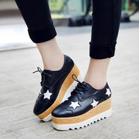 2017 Hot Sale Stars Womens Flats Round Toe en cuir verni Chaussures de plate-forme Oxford Lace Up Derby Shoes Taille 35-39 Brogue Shoes