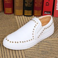 Superstar Skate Shoes Pure Color Pelle bovina Spiked Mocassini da uomo Play Model Uomo Scarpe piatte Heavy-bottomed Set Scarpe da piedi Originalità